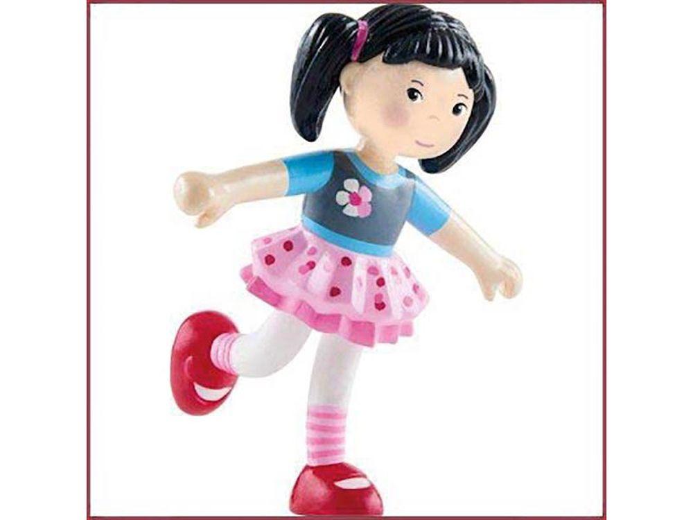 Afbeelding van Lara is de kleine danseres onder de Little Friends. Ze draait constant kleine pirouettes en danst met haar zwierige rok door de kamer. Lara is een vriendelijke meid die haar zwarte haar het liefst in twee staartjes draagt en haar roze tule rok nooit uit w